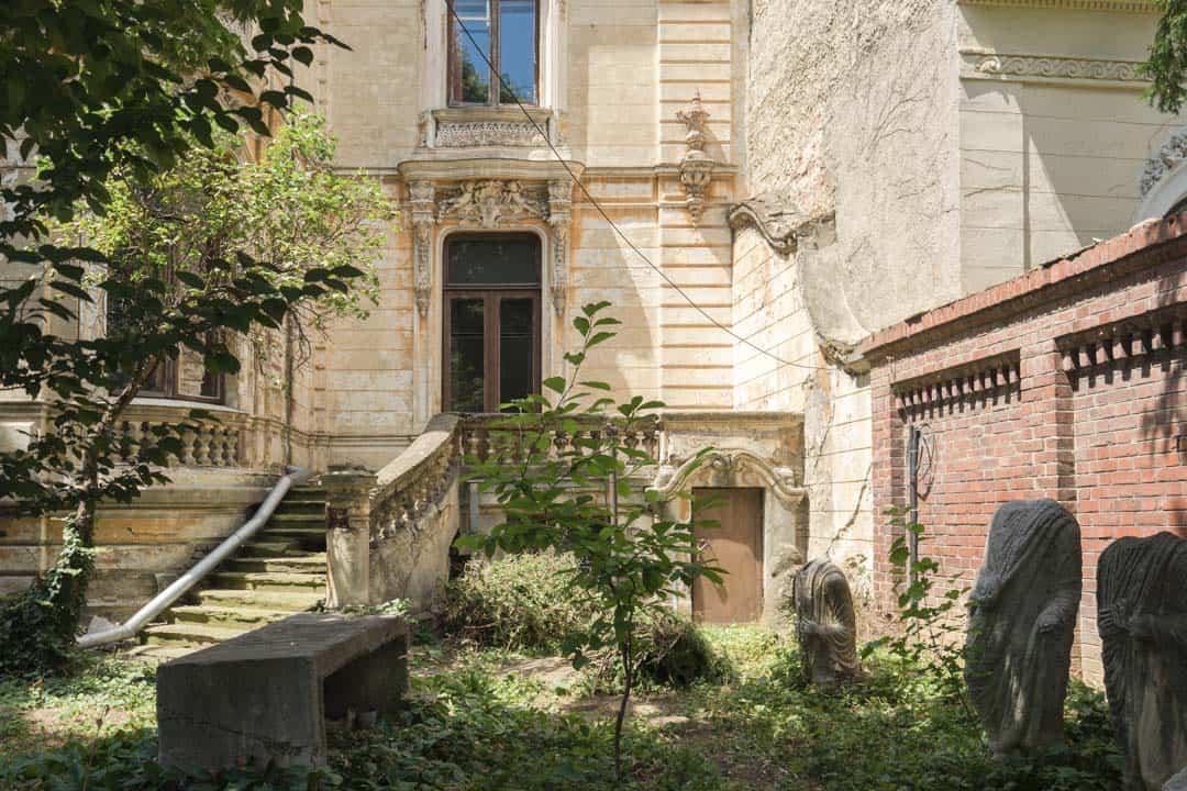 Front Yard Bucharest Beautiful Decay Tour