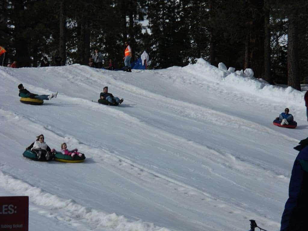Snow Tubing Things To Do In Yosemite In Winter